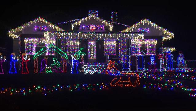 A sample of some of the best holiday lights displays throughout Evansville, IN.
