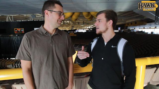 Chad Leistikow and Cody Goodwin break down how Spencer Lee will impact Iowa's wrestling team.