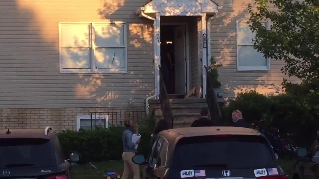 RAW VIDEO: Federal agents enter Lakewood home