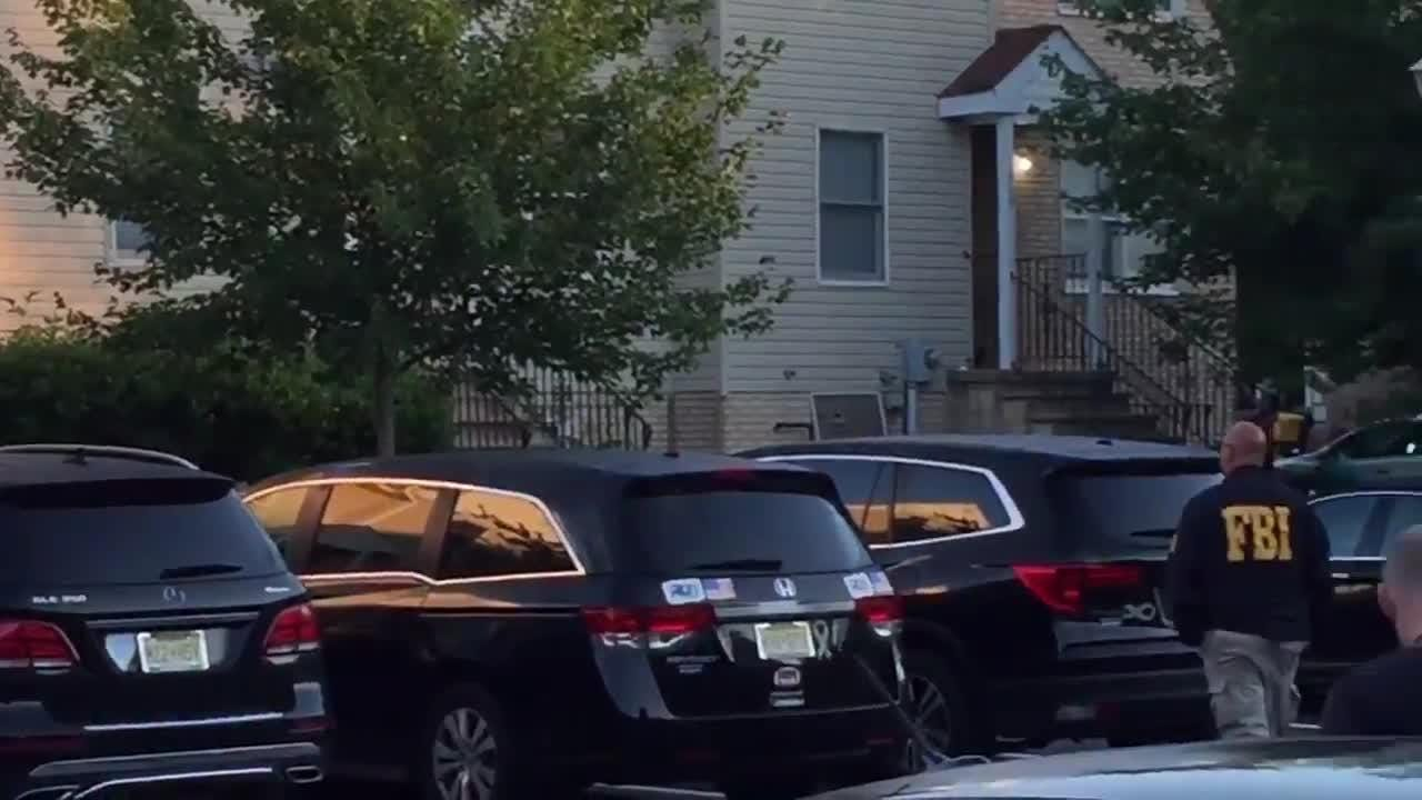 RAW VIDEO: Federal agents approach Lakewood home