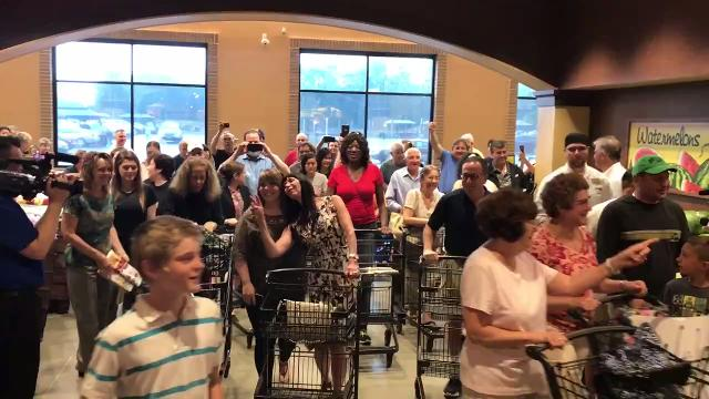 Wegmans Gets 24 000 Customers On Opening Day