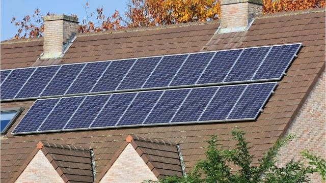 Solar panels: Buy or lease?
