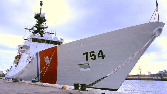 The Coast Guard Cutter James (WMSL-754) crew offloads approximately 18.5 tons of interdicted cocaine Nov. 15, 2018 in Port Everglades, Florida. The offload is a result of 15 separate interdictions conducted by multiple different Coast Guard cutters in international waters in the eastern Pacific Ocean. U.S. Coast Guard video by Seaman Erik Villa Rodriguez