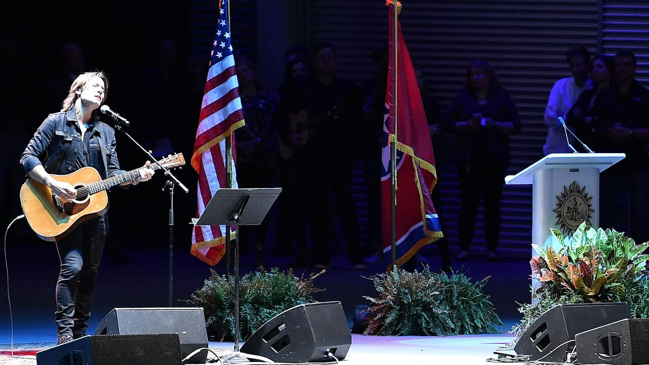 Mayor Barry and country musicians hold a vigil in honor of the victims of the Las Vegas shooting