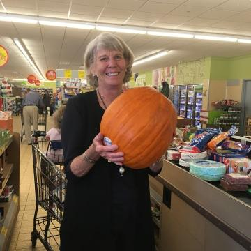 Ms. Cheap picks the cheapest pumpkins in the Nashville area. Here are the top three cheapest places to get your pumpkin.
