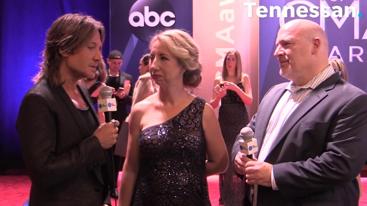 """Keith Urban discusses his newest song """"Female"""" on the red carpet of the CMAs. November 8, 2017"""
