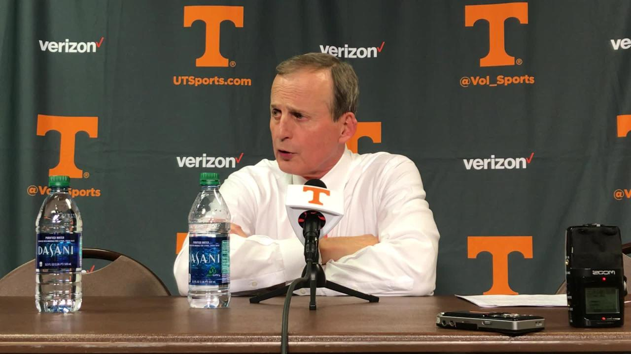 Rick Barnes: 'Fire Currie' chants 'disappointing,' took focus off basketball team