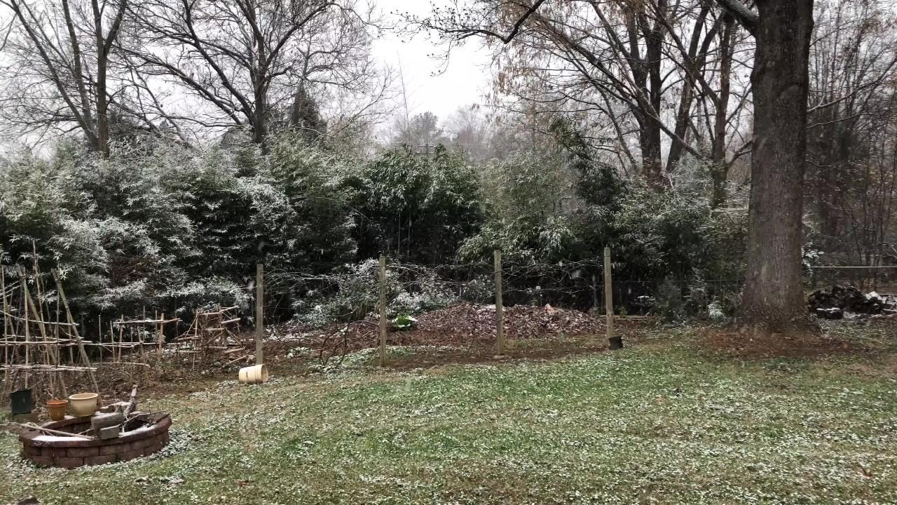 Snow falls in West Knoxville Friday, Dec. 8, 2017