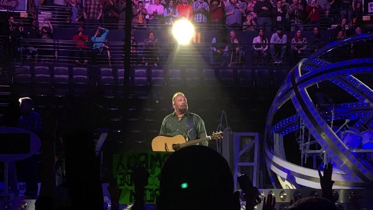 Garth Brooks talks to Nashville at 2017 concert