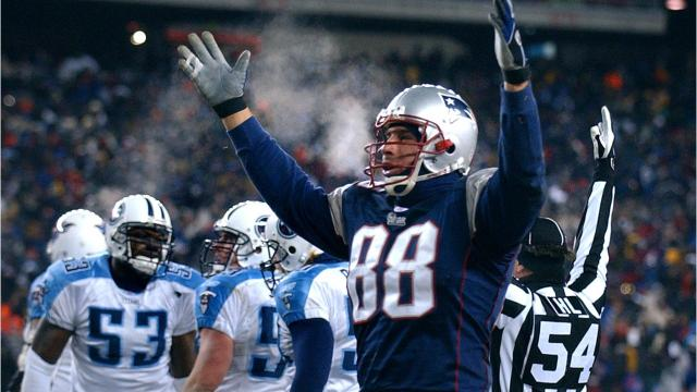 What happened last time Titans played the Patriots in the playoffs?