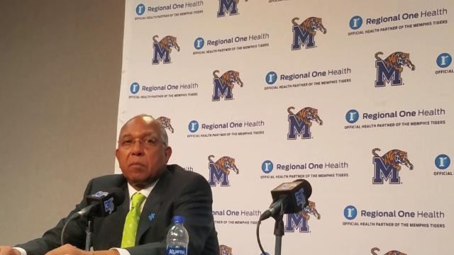 Memphis Coach Tubby Smith discusses the Tigers' fifth loss in six games and the pregame altercation between freshmen Jamal Johnson and David Nickelberry.