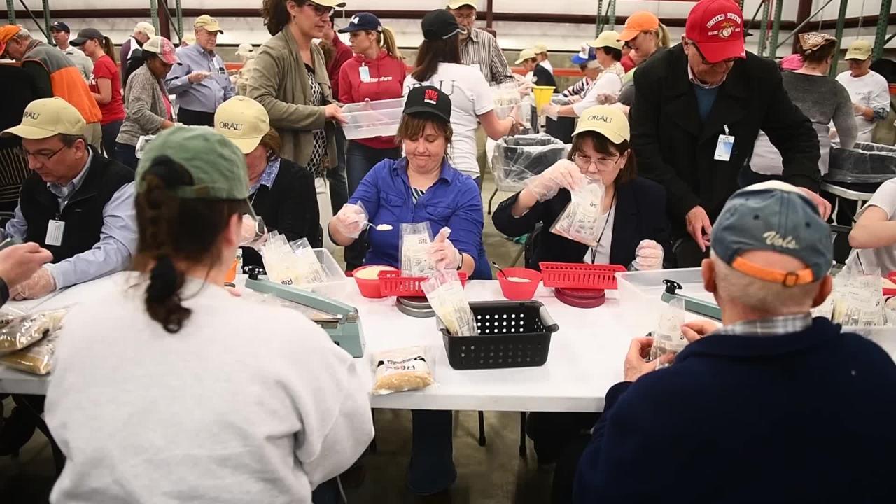 Oak Ridge volunteers package 20,000 meals for world crisis zones