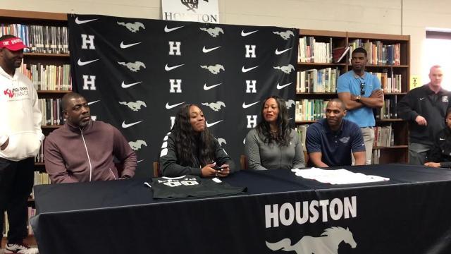 Watch: Houston's Jayla Hemingway announces for Houston