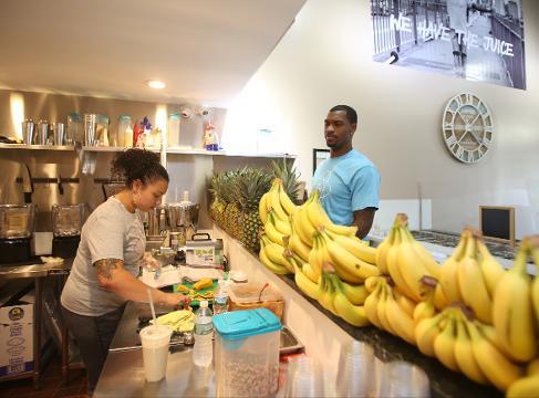 Video: Brooklyn Nets star Kilpatrick opens juice bar in White Plains