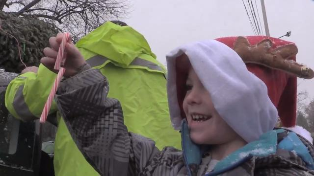 Video: Christmas tree shopping during first snow of the year