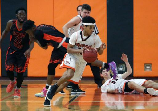 Mamaroneck defeated Spring Valley 49-42 in Section 1 boys basketball playoffs at Mamaroneck High School Feb. 23, 2018. Frank Becerra Jr./Lohud