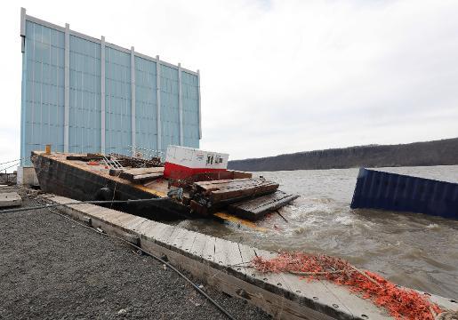 Video: Sunken barge moored in Yonkers