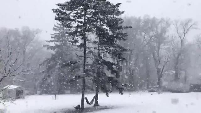 Video: Snow falls in Rockland