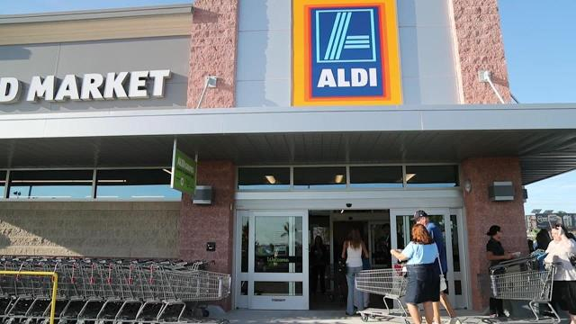 ALDI opens in Fort Myers
