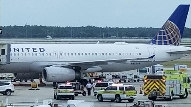 United Airlines Flight Lands Safely At Rsw After Engine Problem