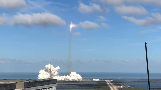 Here's a view of Tuesday's Falcon Heavy launch from the roof of the Vehicle Assembly Building. Video by Craig Bailey. Posted 2/7/18