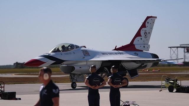 Thunderbirds arrive for Melbourne Air & Space Show