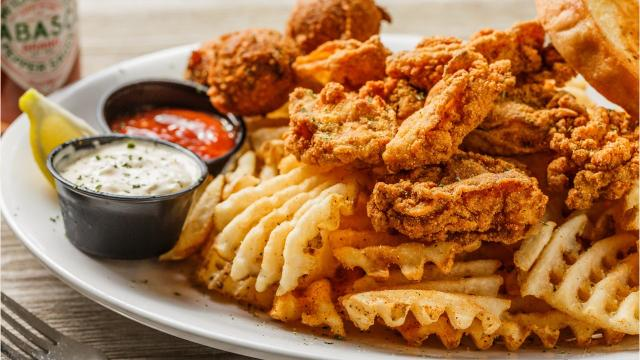 Walk-On's Bistreaux & Bar, a sports bar co-owned by New Orleans Saints quarterback Drew Brees, is coming to the Space Coast next spring. Check out some of the dishes on the menu. Video by Suzy Fleming Leonard. Uploaded July 5, 2018.