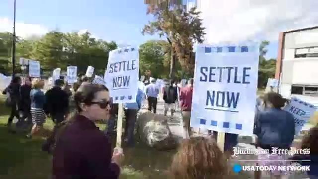South Burlington teachers picket ahead of negotiations