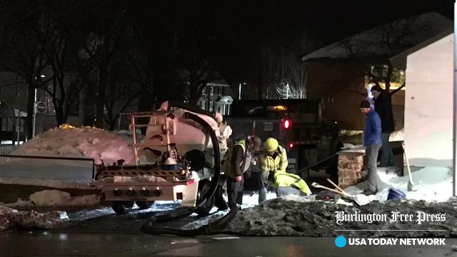 More than 100,000 gallons of water gushed from an unoccupied building Wednesday night, slowing traffic in and around the downtown rotary. Produced Jan. 11, 2018.