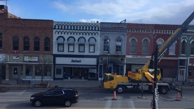 Time lapse: Workers prepare to string lights downtown