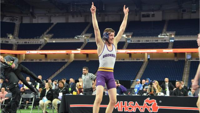 Vikings' sophomore wins 5-1 decision in title bout.