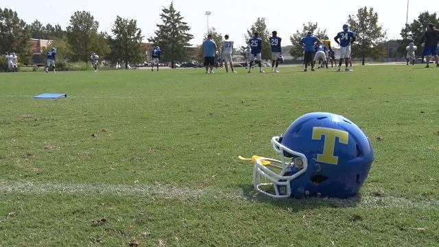 Annie Costabile has a behind the scenes look at the Golden Wave as they prepare for their Top 10 matchup with No. 6 Brandon Friday night.