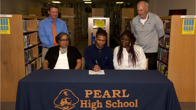 """Rontes """"Tes"""" Williams of Pearl has signed with an athletic scholarship to South Minnesota State to play wheelchair basketball."""