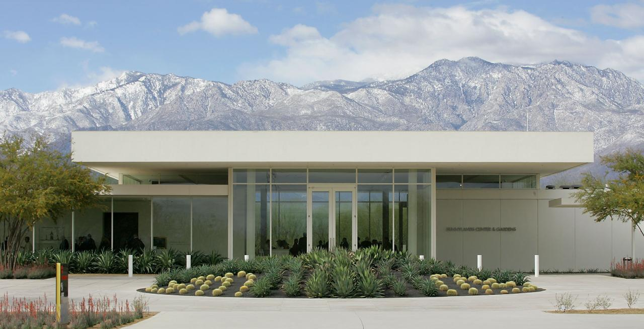 Explore Sunnylands and the Annenberg Estate with sports columnist and golf reporter Larry Bohannan.