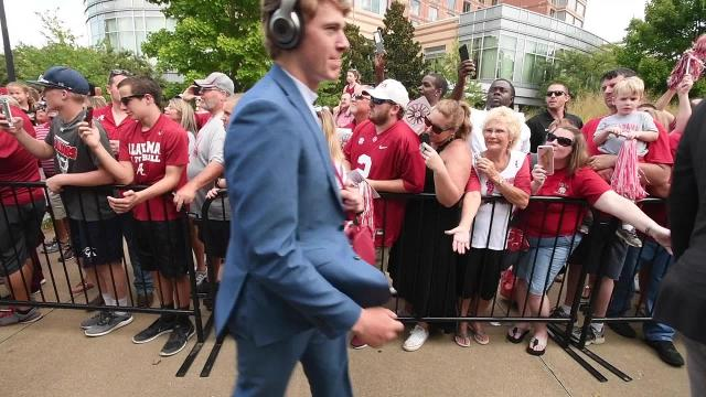 Alabama players arrive to fans cheers at Vanderbilt