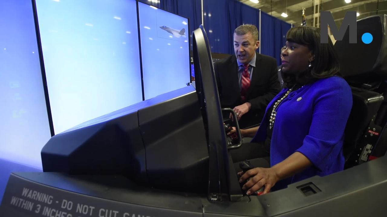 Congresswomen Terri Sewell and Martha Roby fly F-35 simulator