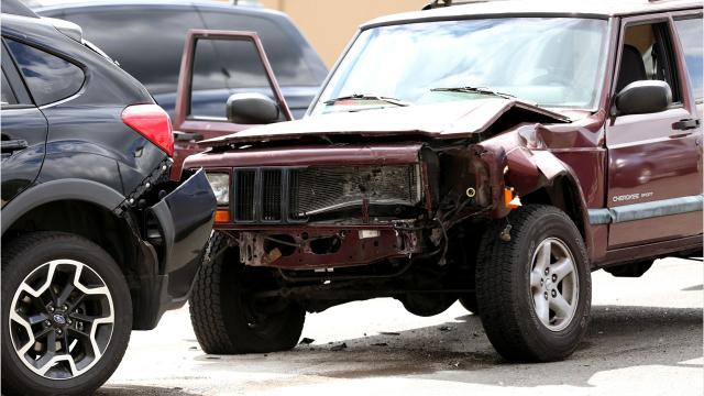 Oregon State Police investigating fatal three-car crash on Hwy 22 near Gates