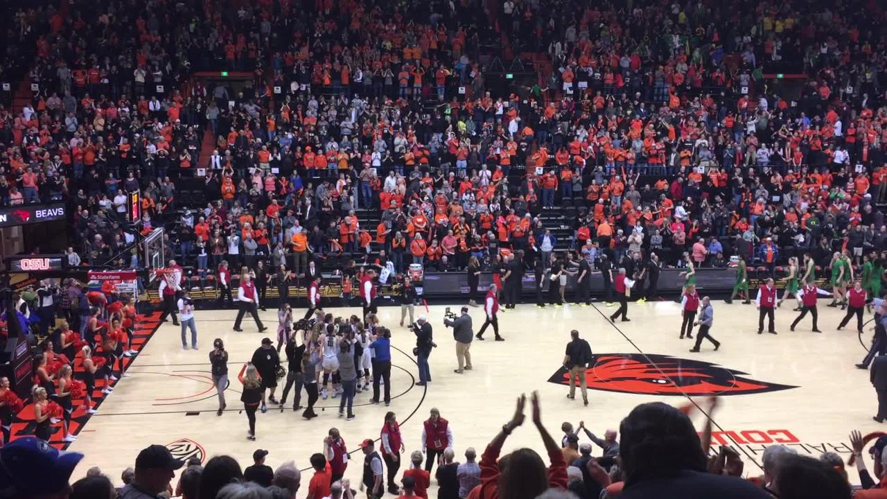 Oregon State players celebrate after an 85-79 victory over Oregon at Gill Coliseum on Jan. 19, 2018.