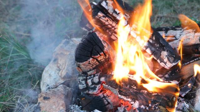 As temperatures in Oregon rise, so does the danger for wildfires. Here are tips to prevent wildfires by keeping your campfire safe.