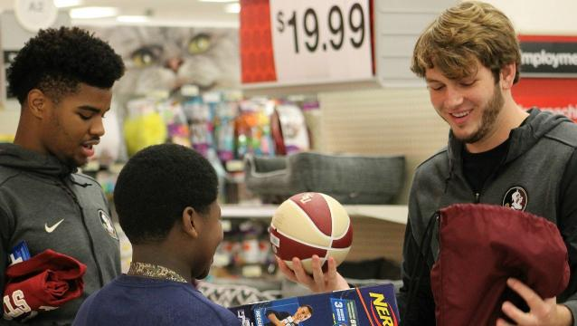 Watch it: FSU men's basketball players take Oak Ridge students on shopping spree