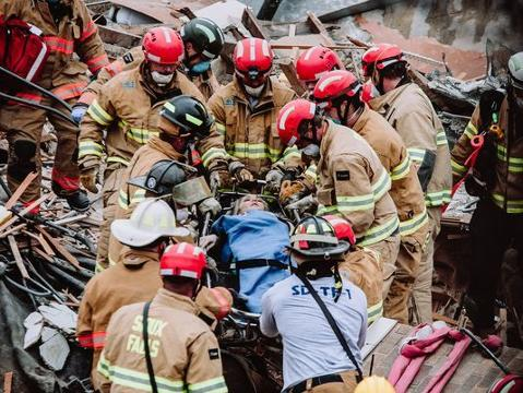 Timeline: Downtown building collapse as it happened