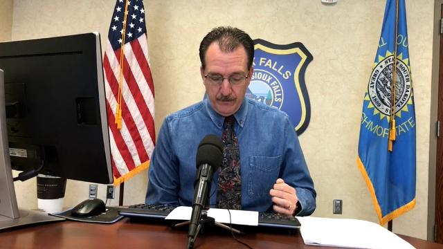Loren McManus goes over the call log during the Sioux Falls police briefing on March 6.