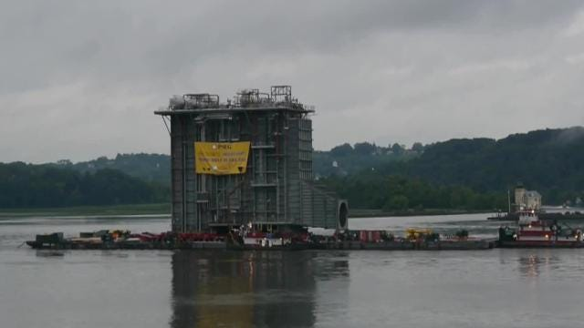 A 4,000-ton structure, a giant heat recovery steam generator, passed by Poughkeepsie Monday night on a journey down the Hudson River. Video provided by William Washburn of Hyde Park. Edited by Phil Strum