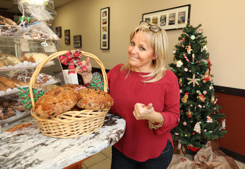 Video: Holiday bread, Pan de Pascua, from Los Hornitos