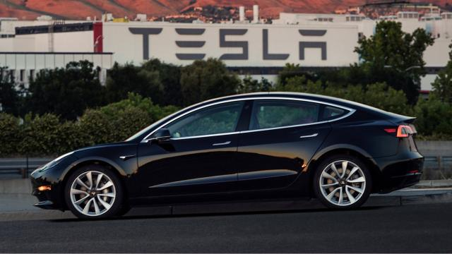 The Tesla Model 3 electric car is finally here! Although only a few employees who bought the car are able to actually drive the car as of right now, Tesla CEO Elon Musk said that anyone who order the car now will get it at the end of 2018. As of those who already pre-ordered the car, no exact release date has been set. The standard, most affordable Model 3 is selling for $35,000 while the long range version of it is selling at $44,000. The difference between the two is that the first goes around 220 miles between charging stations and the latter goes around 310 miles. Yet both of them, shorter and longer range, have the ability to self-drive.