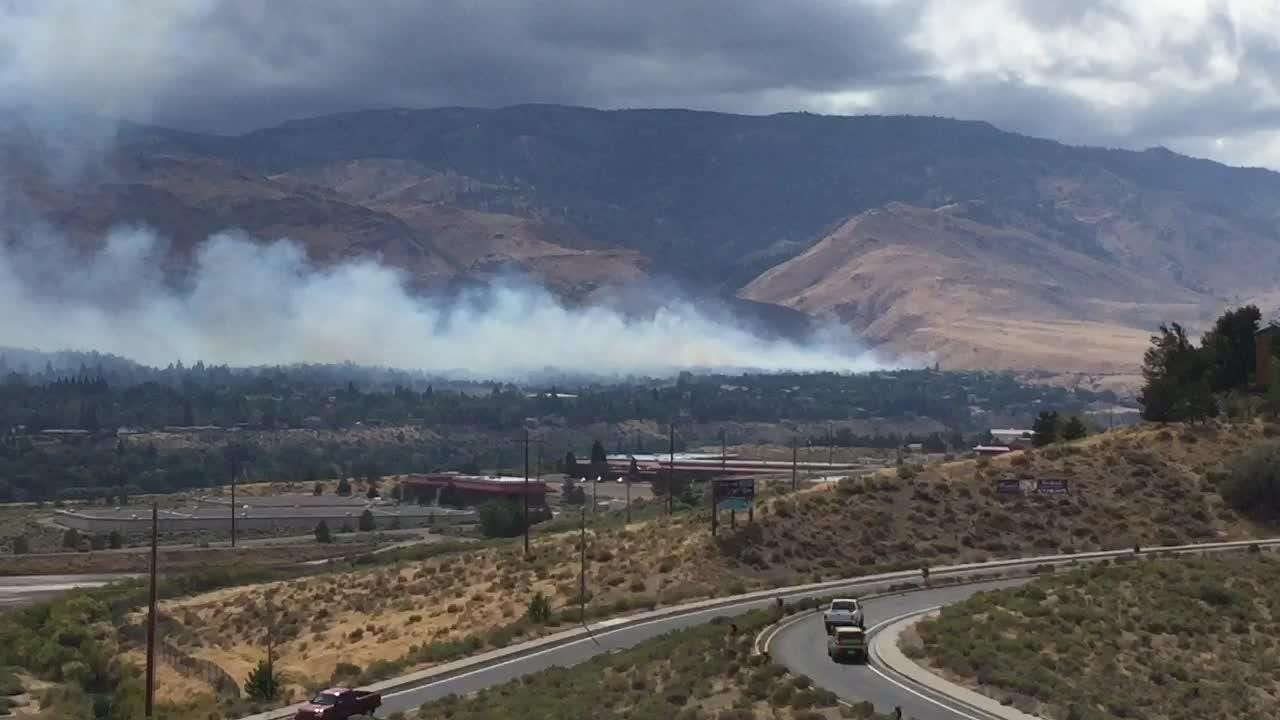Raw video: Woodchuck fire nears homes west of Reno