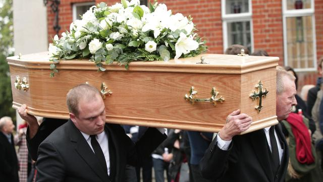 Funeral home accused of substituting inferior caskets at the time of death