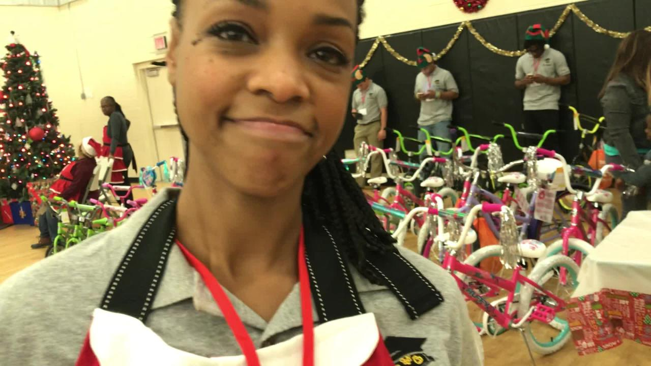 Tate grad and former NFL veteran Fred Robbins and wife Tia hosted Christmas party for needy families