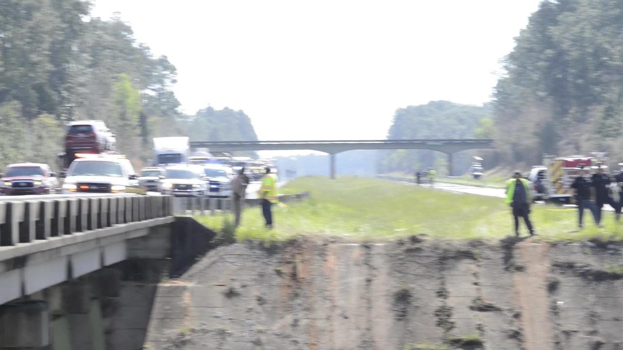 Watch: Crews retrieve wreckage from Alabama bus crash