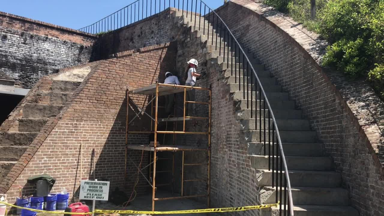 Historic preservation team does Fort Pickens repairs